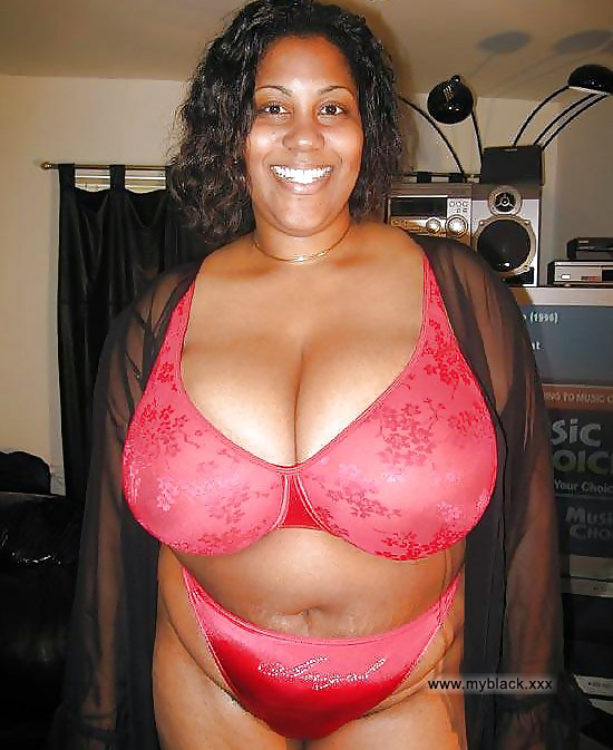 Nude ebony mom