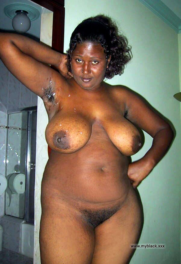 black hood moms naked