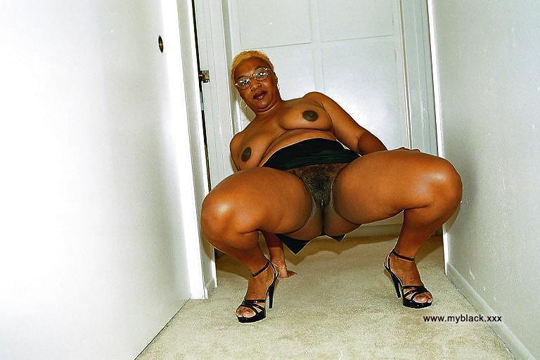 Old ebony nude