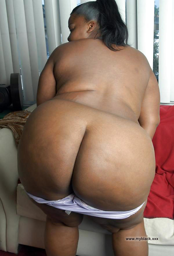VICKI: Bbw nude black