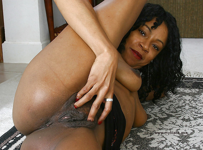pussy on woman bed spread Black the
